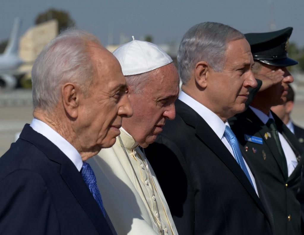 El Papa es recibido por las autoridades israelíes.